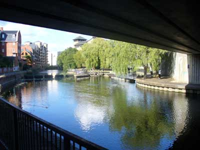 Kennet river lock in downtown Reading