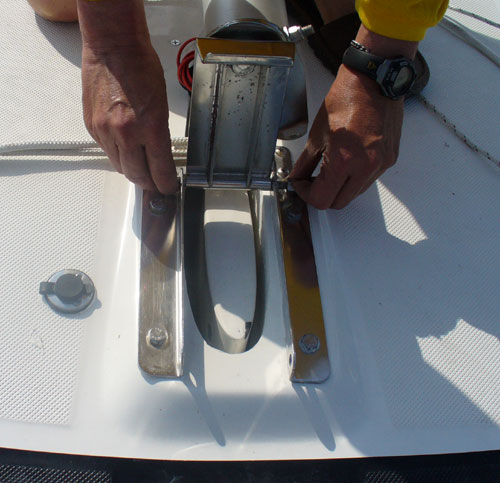 Stepping and unstepping mast on the 2006 Macgregor 26M