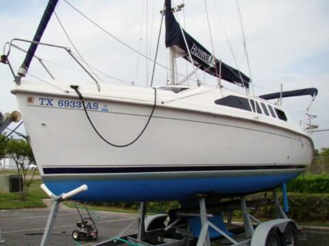 Hunter 270 sailboat VIDEO, click to start