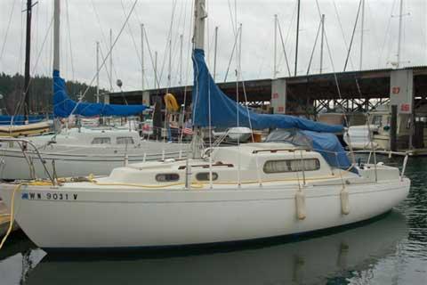 Albin Vega 27 sailboat