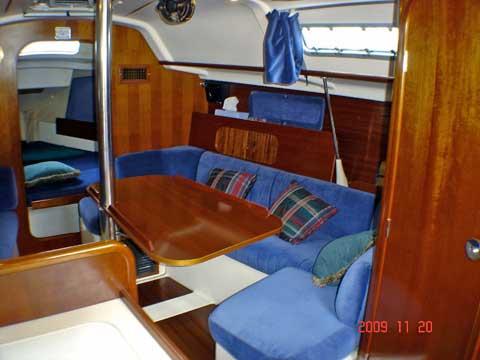 Beneteau Oceanis 321 sailboat