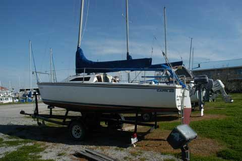 Catalina Capri 22, 1989 sailboat. Courtesy www.sailingtexas.com