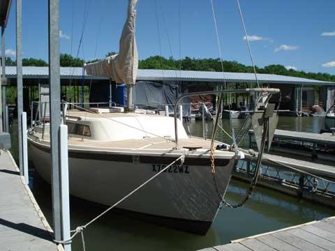 Dolphin 22, 1981 sailboat