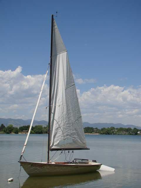 Boston Whaler Harpoon 4.6 sailboat