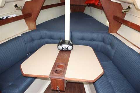 Hunter 28, 1990 sailboat