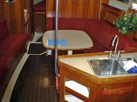 Hunter 33.5, 33 ft sailboat