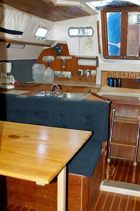 Hunter 34, 1983 sailboat