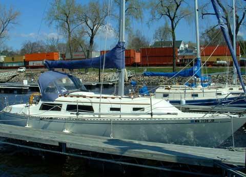 Islander Bahamas 30 sailboat