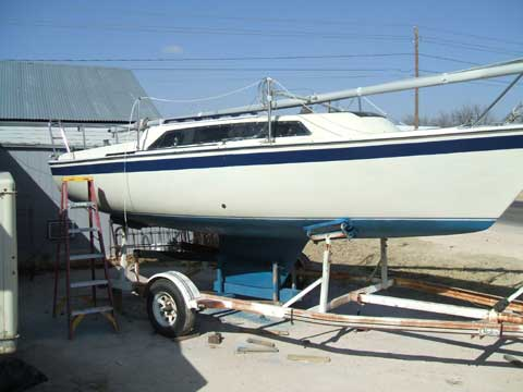 Laguna 22 sailboat