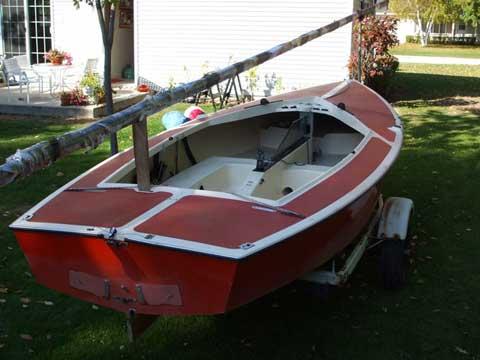 Mueller Lightning sailboat