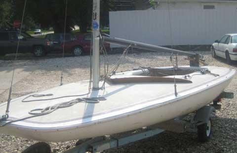 Melges MC/Scow, 16', 1985 sailboat