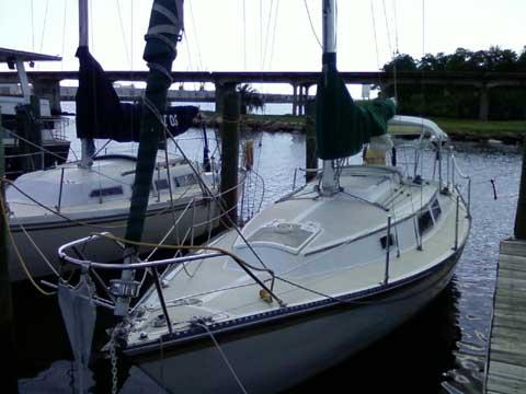 Newport 28, 1982 sailboat