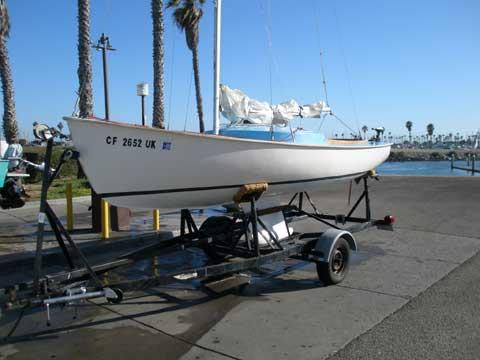 Rhodes 19 sailboat