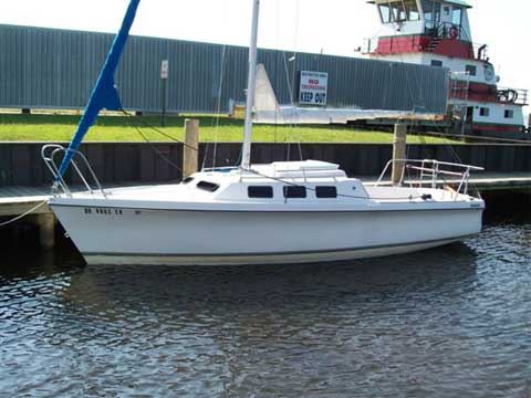 Rhodes 22, 1984 sailboat