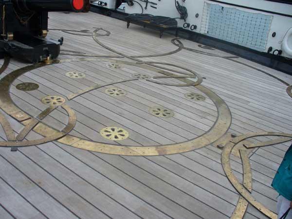 Stern deck gun tracks