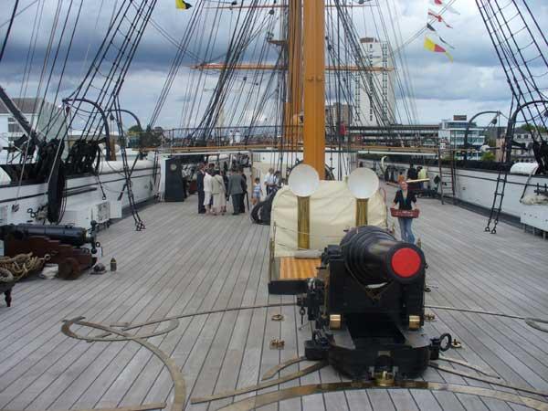 Stern deck gun