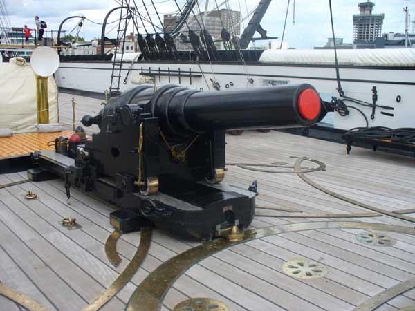 Main stern deck gun