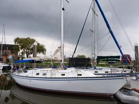 Hunter Cherubini 37, 1982 sailboat