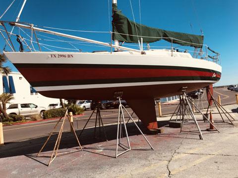 Tillotson-Pearson J-30 Racer/Cruiser, 1981 sailboat