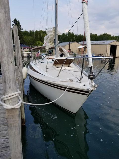 Newport 27S, 1982 sailboat