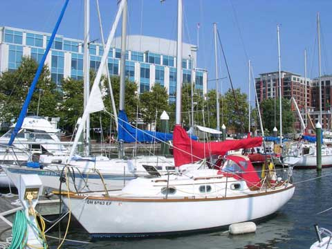 Cape Dory 25D, 1983 sailboat
