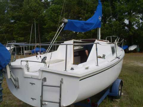 Catalina 22, 1977 sailboat