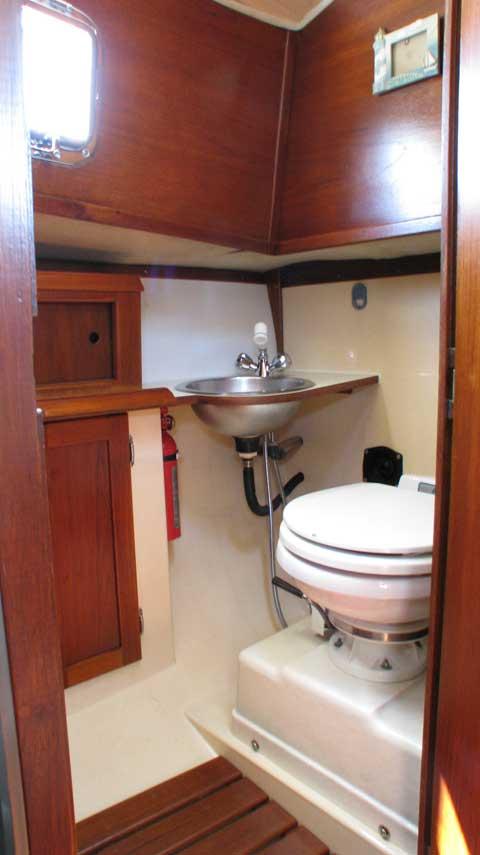 Hutchins Com-Pac 27, 1986 sailboat