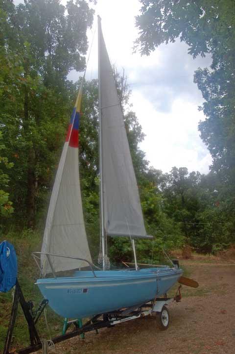 Dolphin 17, 1982 sailboat