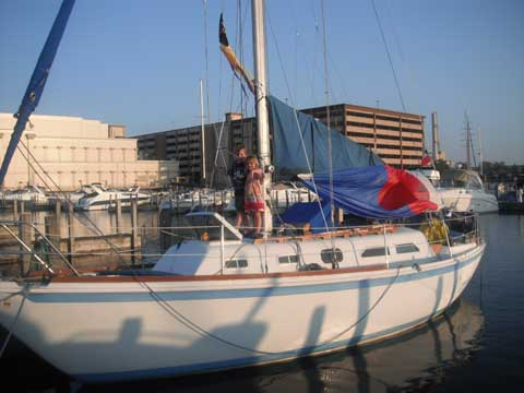 Ericson 32-2 Cruiser, 1972 sailboat