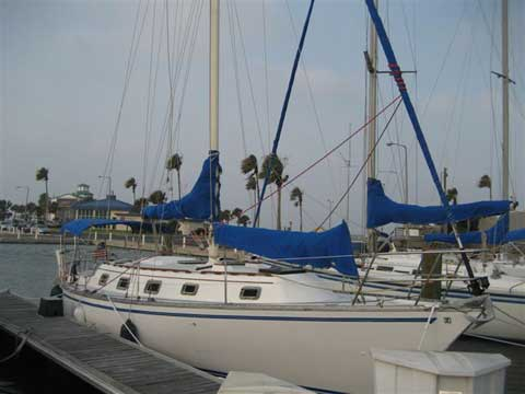 Hunter Cherubini 37, 1982 sailboat
