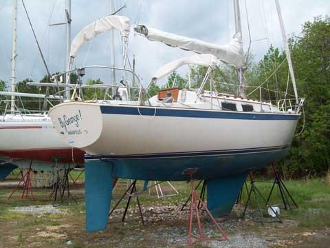 Hinterhoeller Niagara 31, 1983 sailboat