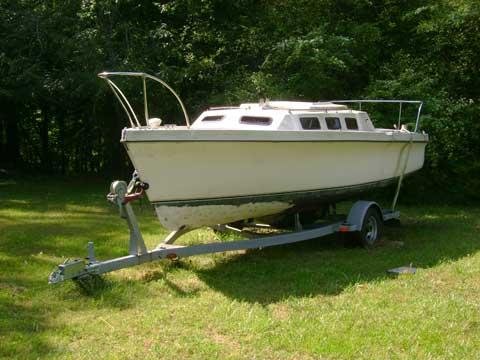 Rhodes 22, 1982 sailboat