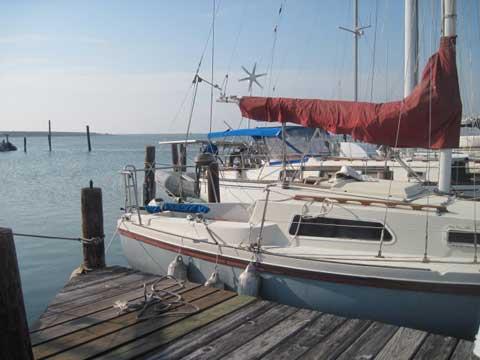 Helms 24', 1981 sailboat