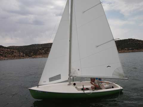 Chrysler Mutineer 15', 1978 sailboat