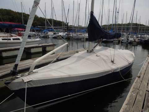 Alerion Express 28, 2004 sailboat