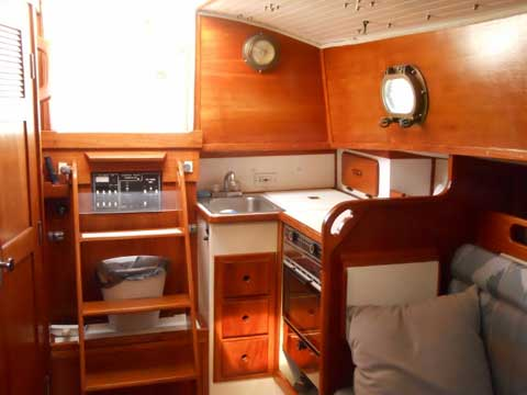 Hutchins Com-Pac 27, 1996 sailboat