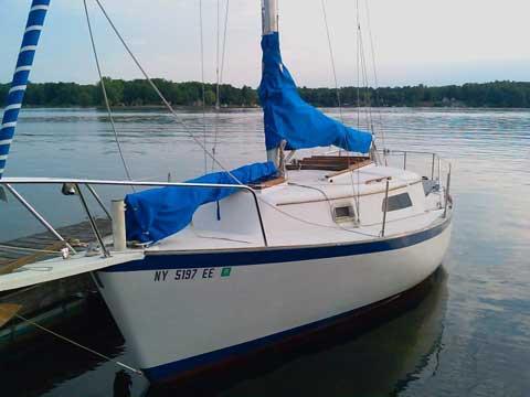 Irwin 10/4, 1976, Syracuse, New York sailboat