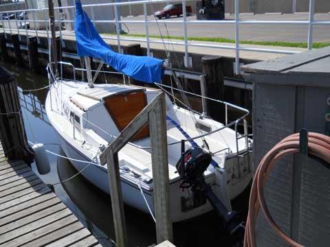 Catalina 22, swing keel, 1982 sailboat