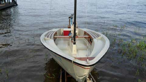 Boston Whaler Harpoon 5.2, 1980 sailboat