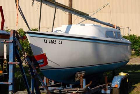 Helms 25, 1973 sailboat