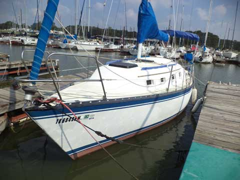 Hunter 27, 1984 sailboat
