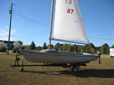 MFG Redhead 17, 1968 sailboat