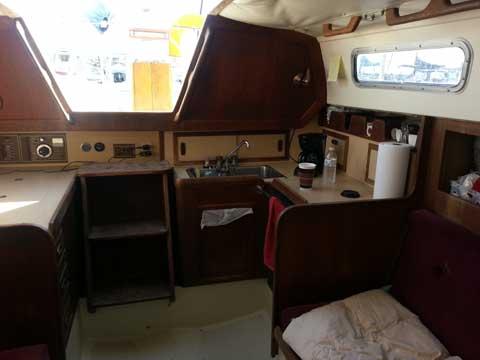 Cal 31', 1983 sailboat