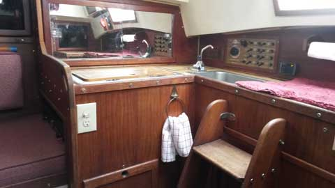 Helms 27, 1982 sailboat