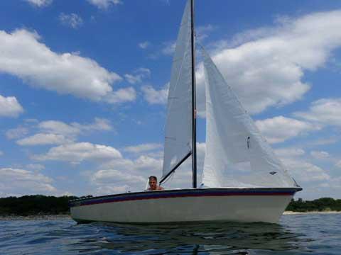 Hobie Holder 14', 1984 sailboat