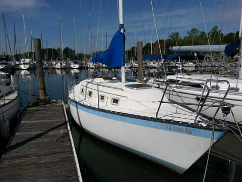 Hunter 27 (Cherubini Version), 1980 sailboat