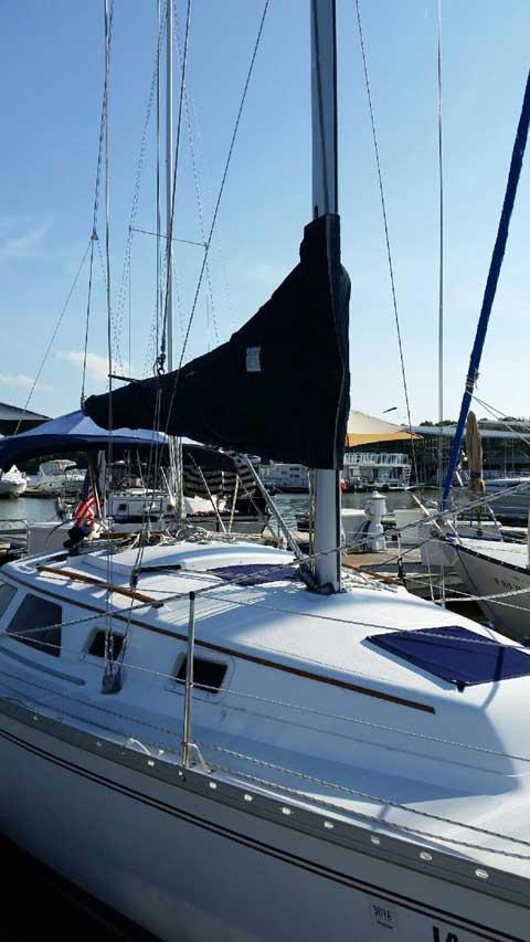 Hunter 28, 1993 sailboat