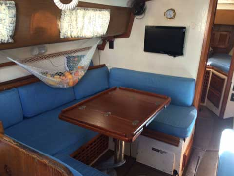 Yankee 30, 1970 sailboat