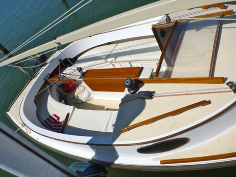 Alerion Express Catboat 19, 1994 sailboat