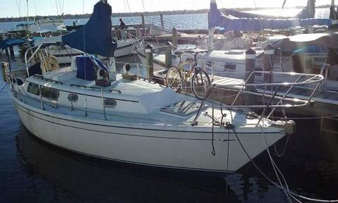 CAL 31', 1982 sailboat